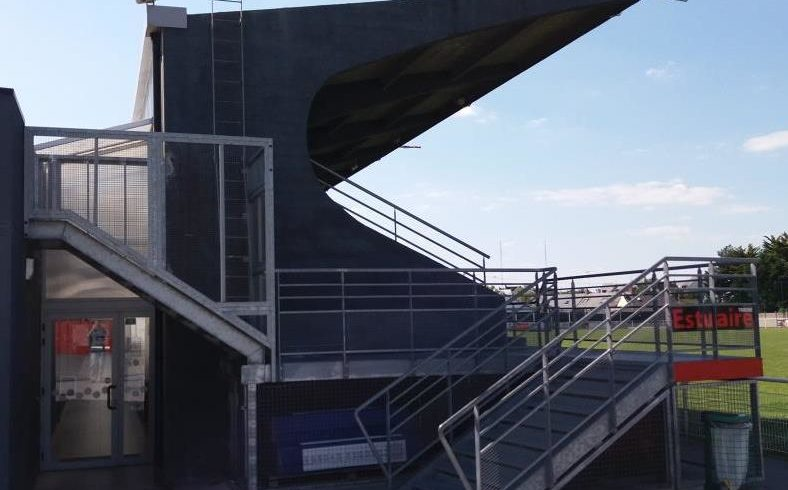 Tribune du stade de Trignac. Souscriptions ouvertes.